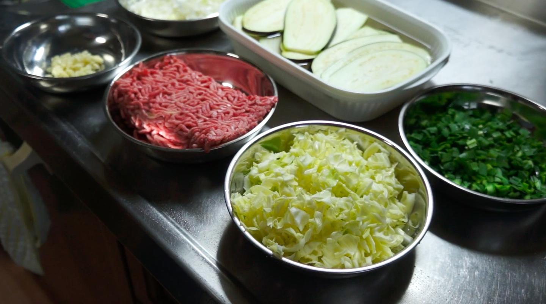 【ロカボ飯】まるで餃子な茄子皮餃子の材料の画像