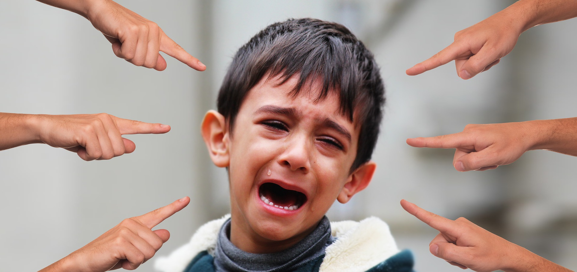 いじめられている子供の画像